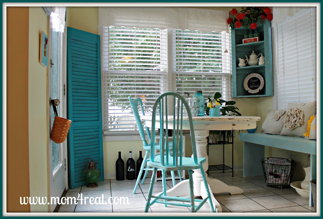 Breakfast Nook with Aqua Accents at www.mom4real.com