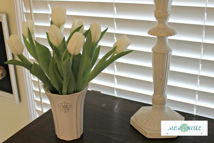 spring-decor-fresh-flowers-white-tulips