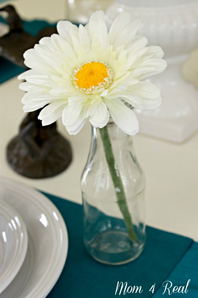 Spring Tablescape Daisy in a Glass Vase @ www.mom4real.com