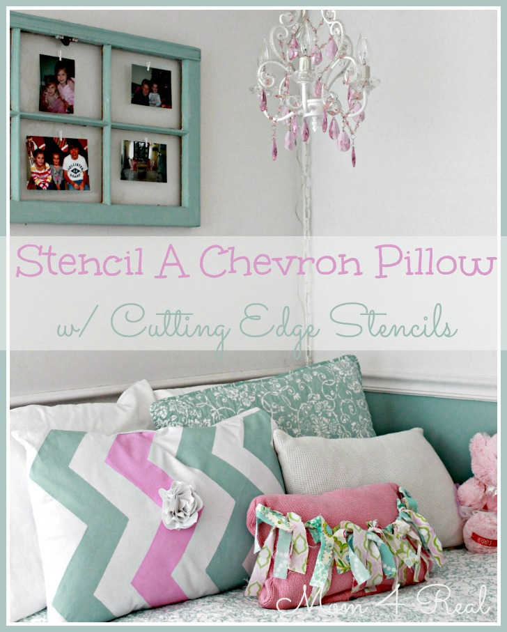 Stenciled Chevron Pillow at Mom 4 Real