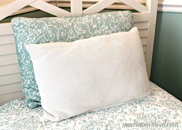 DIY Sweater Throw Pillow at www.mom4real.com