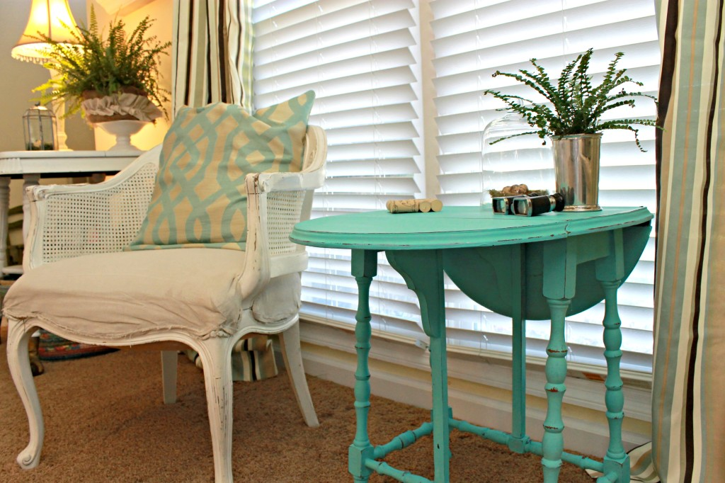 Sitting area with aqua painted dropleaf table at www.mom4real.com