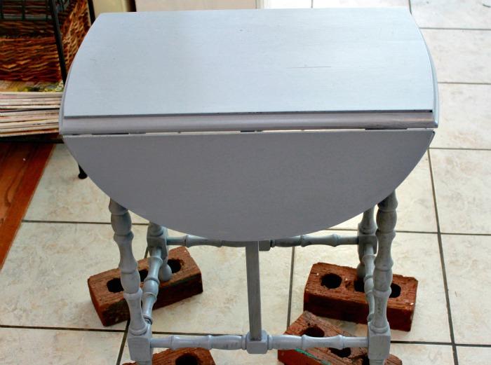 maison-blanche-paint-collette-side-table-8