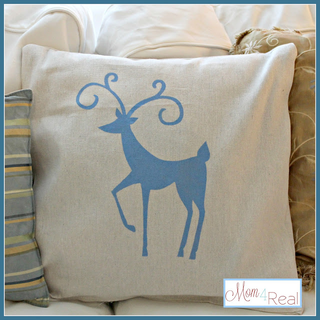 Reindeer Dropcloth Pillows Using Freezer Paper Stencils at www.mom4real.com