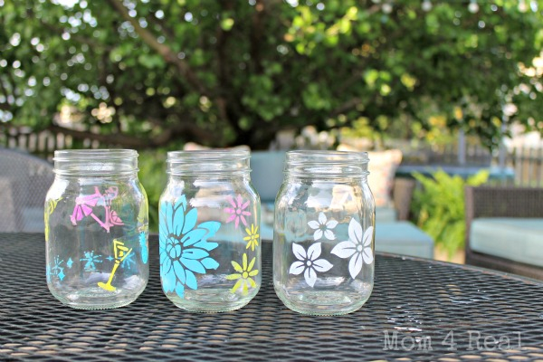 Stenciled Mason Jars at www.mom4real.com