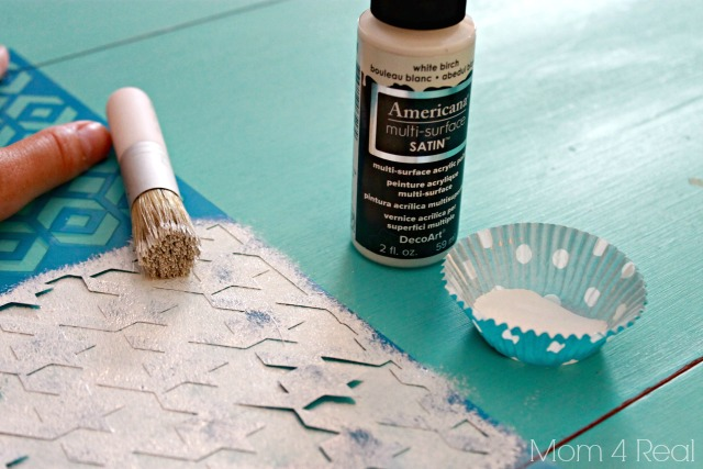 DecoArt Houndstooth Stencil and Americana Multi Surface Paint