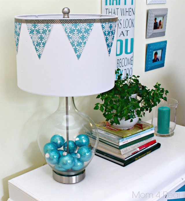Decorate a Fillable Glass Lamp for Christmas