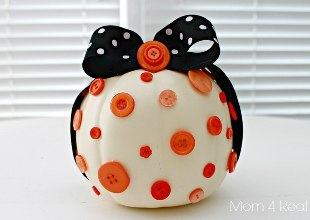 decorate a pumkin with buttons and ribbon - Pumpkins Decorations