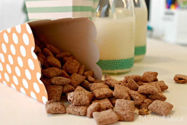 How To Make Muddy Buddies or Puppy Chow Mix