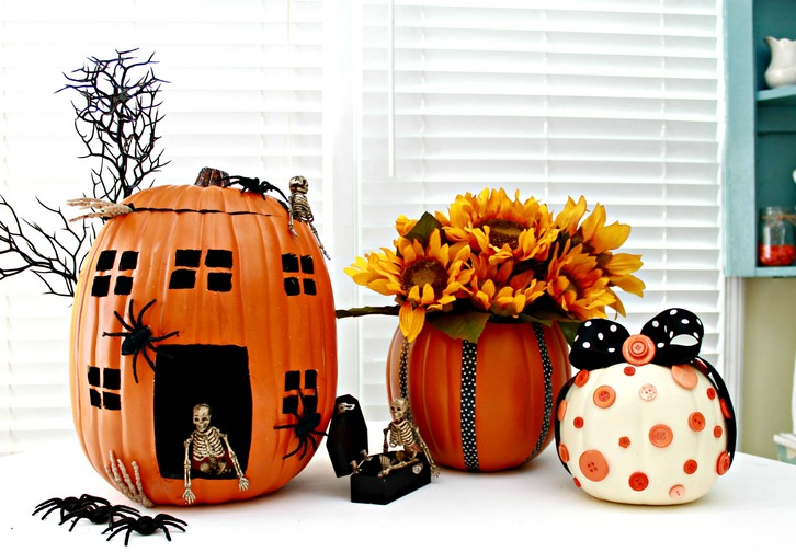 3 Pumpkin Decorating Ideas Using Faux Pumpkins via mom4real.com