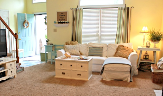 Mom-4-Real-Living-Room11