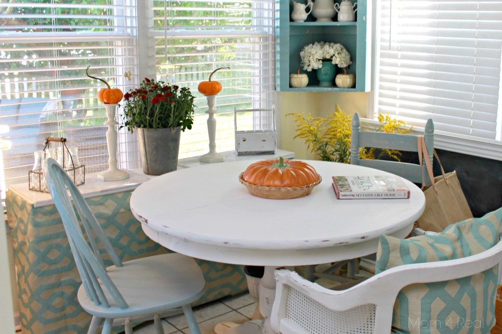 Fall Breakfast Nook