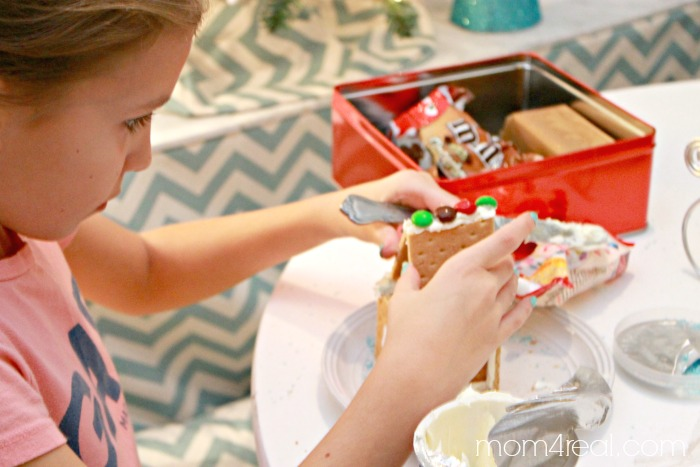 Handmade Gingerbread House Kit with Free Gingerbread People Printable Gift Tags #shop