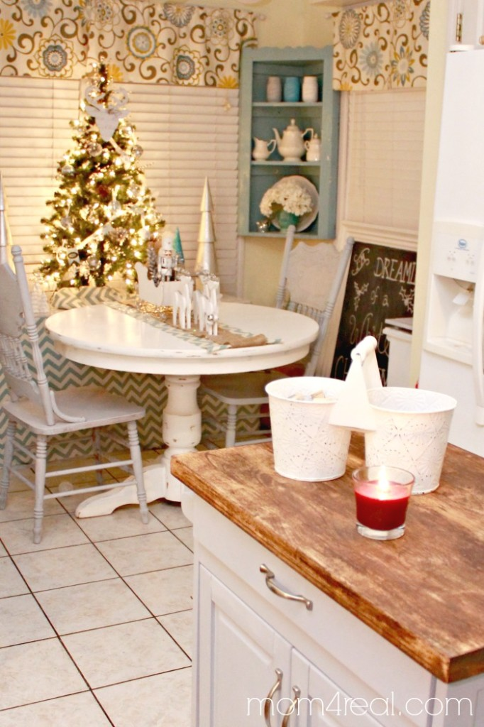Christmas in the Breakfast Nook