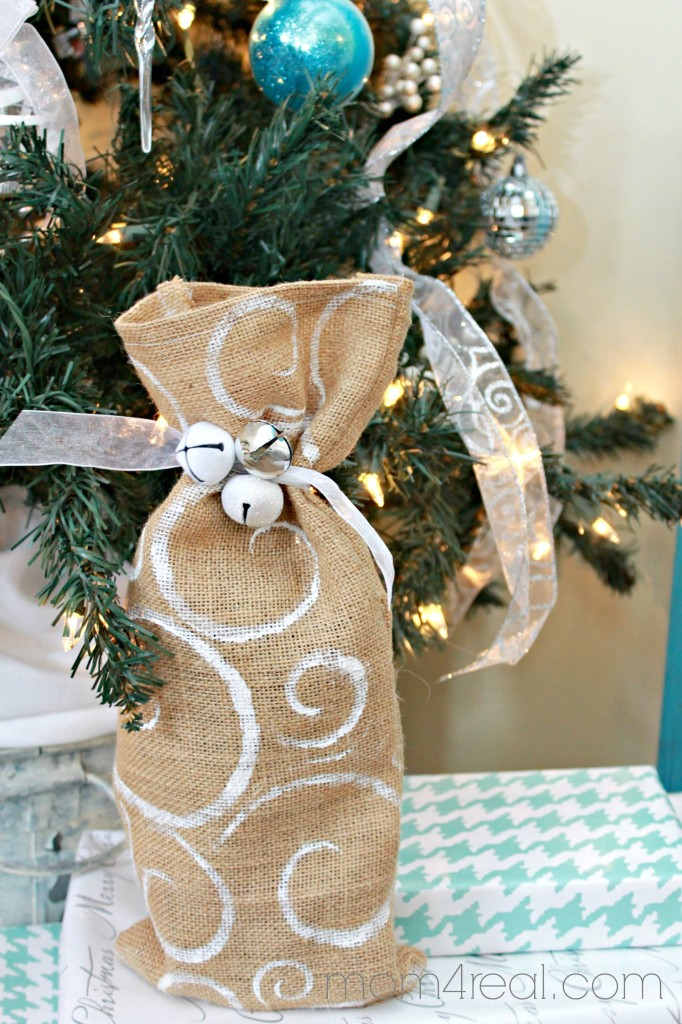 DIY Stenciled Burlap Wine Gift Bag #shop