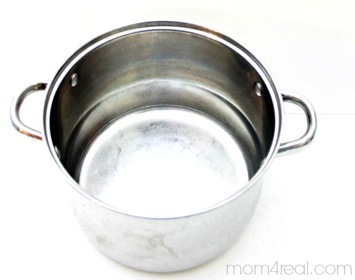 How to clean burnt pots and pans natural cleaning trick mom 4 real - Clean burnt grease oven pots pans ...