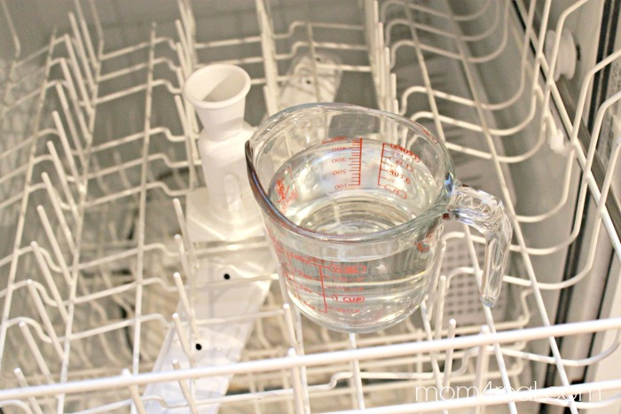 Use-2-cups-of-vinegar-to-clean-and-sanitize-your-dishwasher