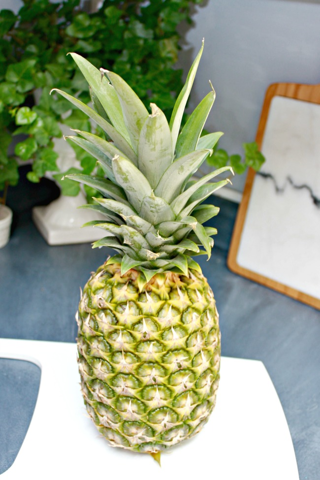 Cut a pineapple in minutes