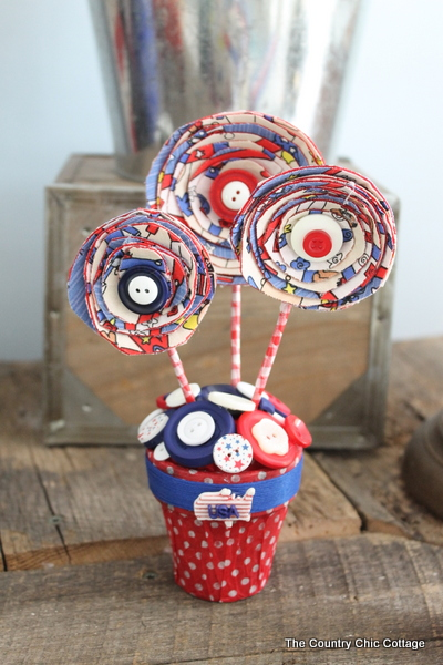 05 - Country Chic Cottage - Americana Centerpiece