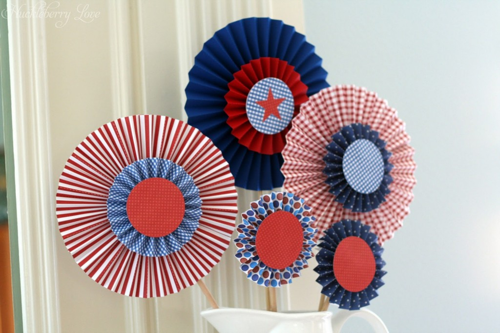 09 - Huckleberry love - July 4th Paper Medallions