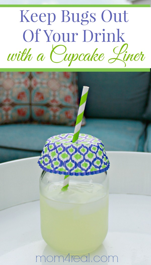 how to keep bugs out of your drinks with a cupcake liner