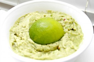 How-to-keep-guacamole-fresh-and-green