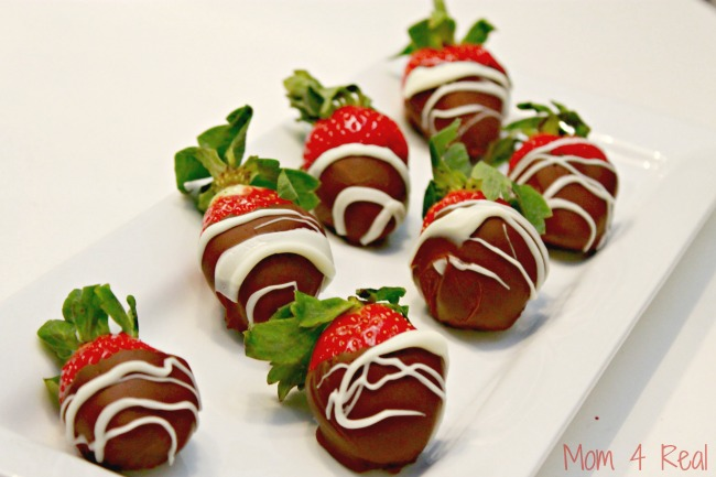 Easy Sugar Free Chocolate Dipped Strawberries