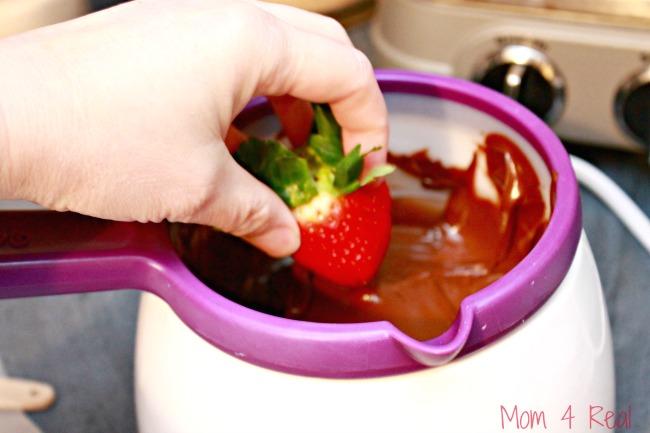 Easy Sugar Free Chocolate Dipped Strawberries