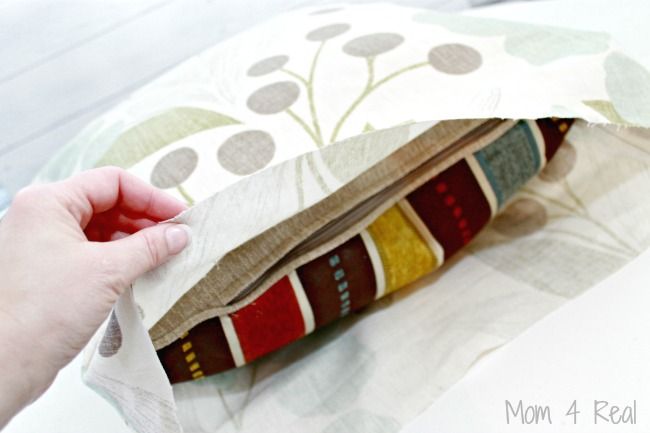 Make-No-Sew-Throw-Pillows-In-Minutes