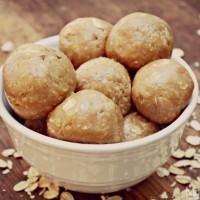 4 Ingredient No Bake Peanut Butter Oatmeal Balls