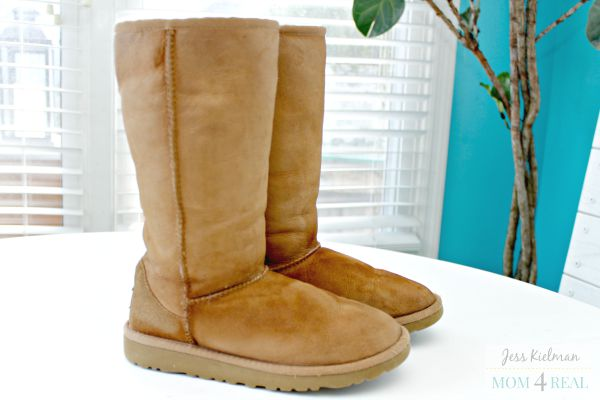 http://www.mom4real.com/wp-content/uploads/2015/09/Clean-Uggs.jpg