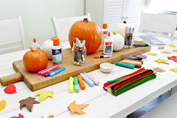 With little kids, carving pumpkins can be daunting so say the least. Here are some really easy and creative no carve pumpkin decorating ideas so you can throw your own pumpkin decorating party for Halloween or just for fun!