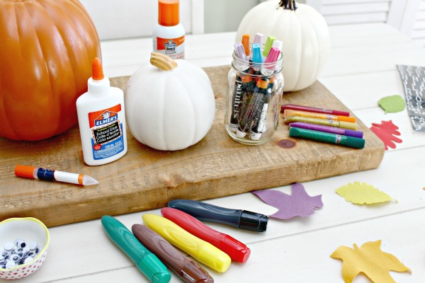 http://www.mom4real.com/wp-content/uploads/2015/10/Pumpkin-Decorating-Kid-Friendly.jpg