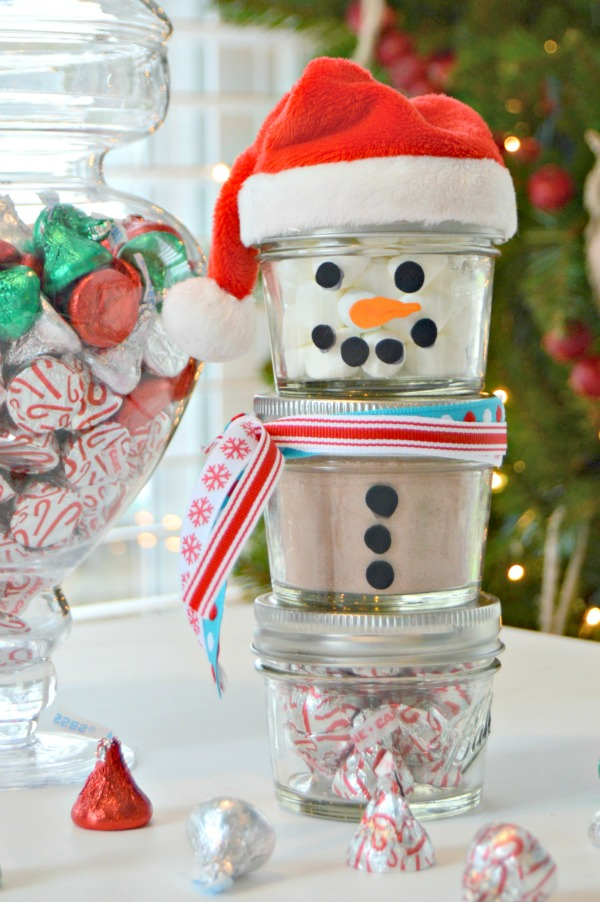 Hot Chocolate Mason Jar Snowman Gift Idea
