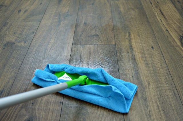 Homemade Wood Floor Cleaner - Safe for wood and laminate floors! Inexpensive DIY