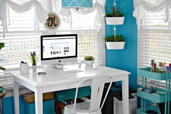 Breakfast Nook Office at mom4real.com