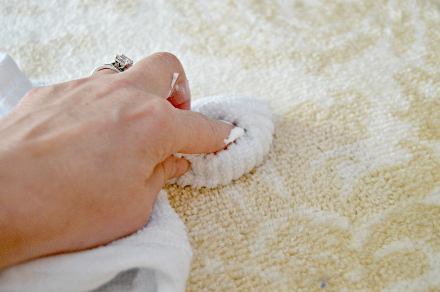 How to clean carpet stains quickly mom 4 real - Remove carpet stains ...