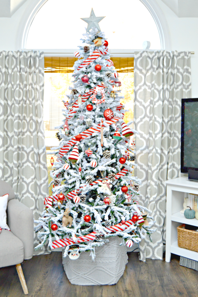 http://www.mom4real.com/wp-content/uploads/2016/11/red-white-christmas-tree.png