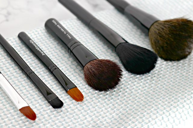 http://www.mom4real.com/wp-content/uploads/2017/02/clean-makeup-brushes-diy.jpg