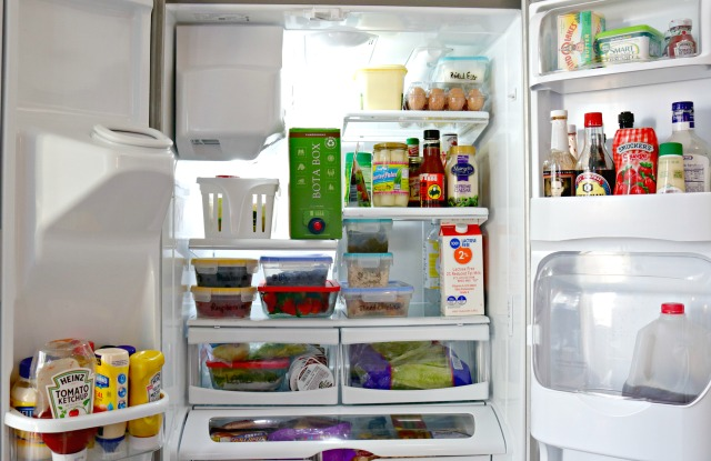 How To Deep Clean A Refrigerator In 15 Minutes