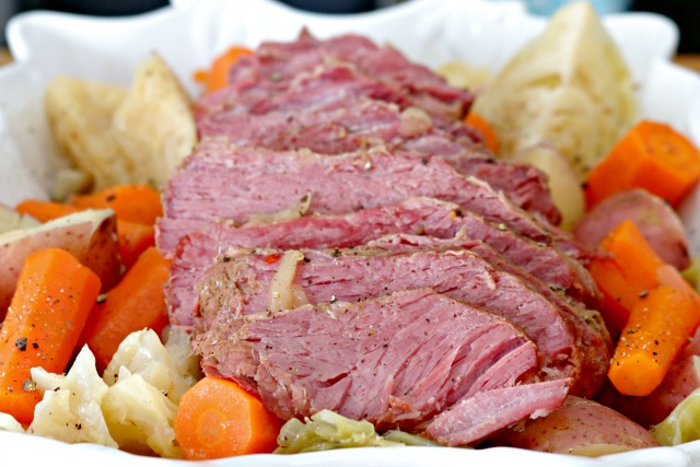 http://www.mom4real.com/wp-content/uploads/2017/03/pressure-cooker-corned-beef-and-cabbage.jpg