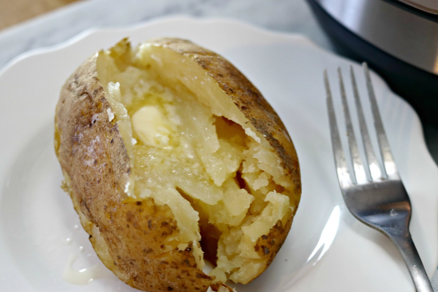 https://www.mom4real.com/wp-content/uploads/2017/04/baked-potato-instant-pot.jpg