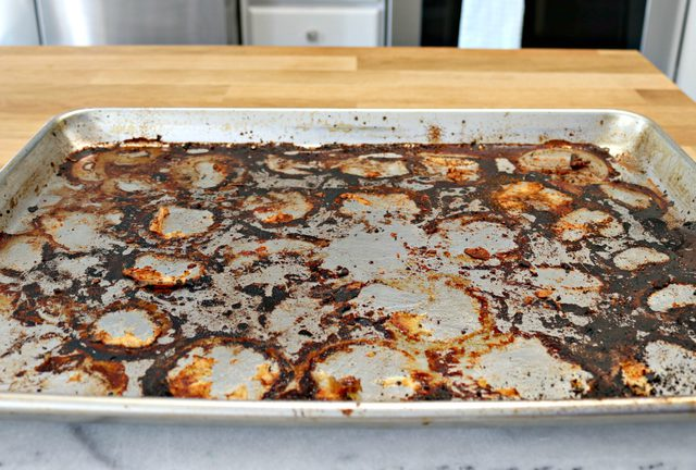 How to Clean Burned Sheet Pans