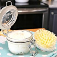 Homemade Soft Scrub Recipe For Cleaning Sinks and Bathtubs