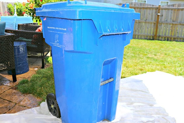 clean outdoor recycling bin