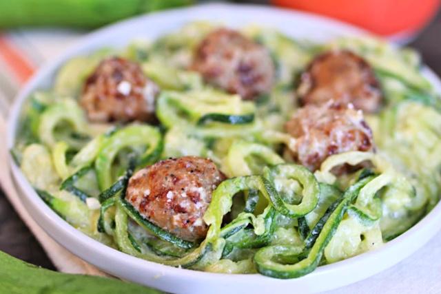zucchini-noodles-alfredo