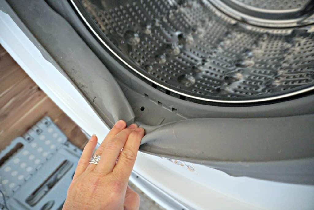 cleaning the inner rubber gasket on a front loading washing machine